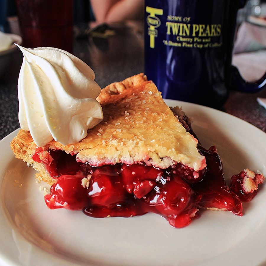 twedes-cafe-twin-peaks-cherry-pie