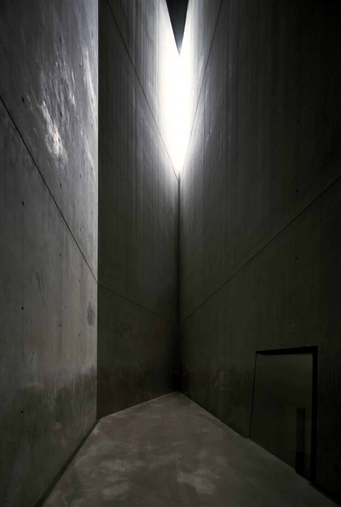 holocaust-tower-c-bitterbredt-2280x3391