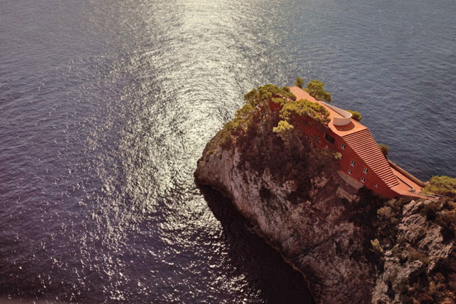 CASA-MALAPARTE-ARROW-VICTOR_hg_full_l