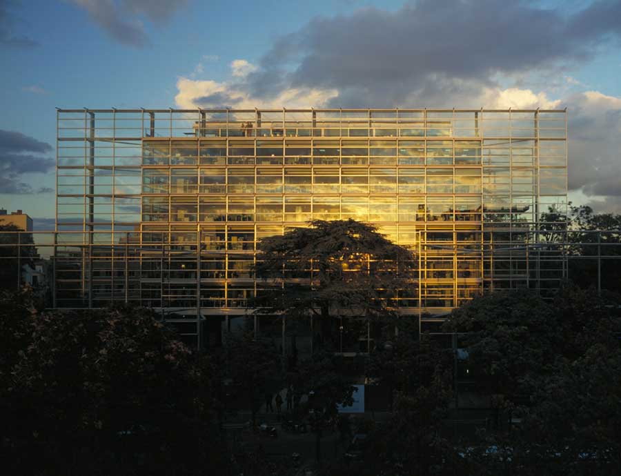 Fondation Cartier, Paris, Jean Nouvel, 1994_ Photo From Green Architecture, James Wines, Tascen 2000